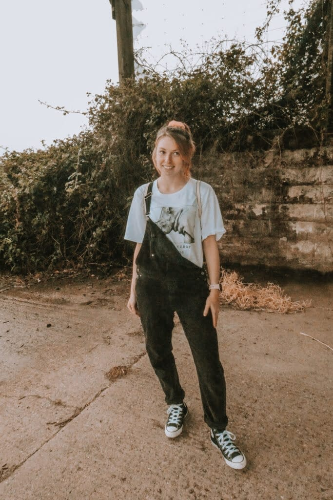 Dungarees and graphic tee | How to Wear a Graphic Tee | Pigments by Liv