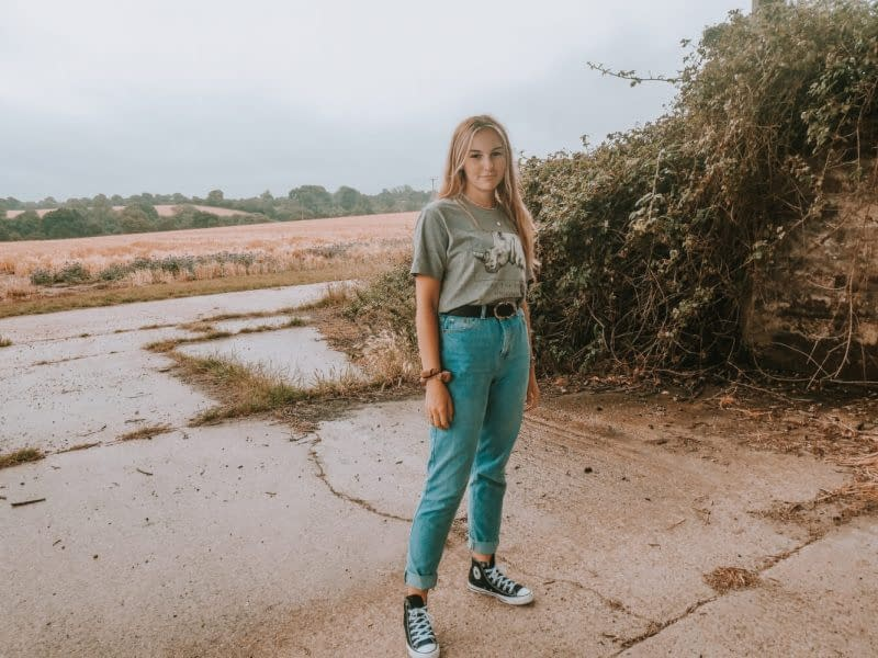 Full Tuck | How to Wear a Graphic Tee