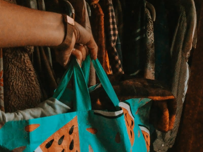 7 Eco-friendly Ways to Get Rid of Old Clothes | Pigments by Liv